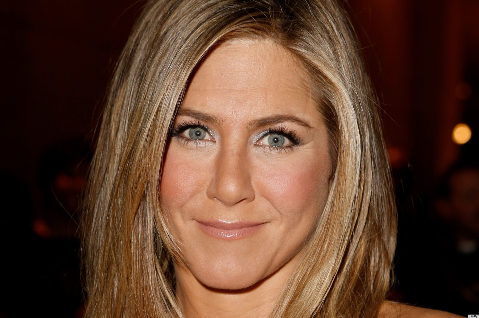 Jennifer Aniston, Friends or Online Foes? – Amber Melville-Brown ... Jennifer Aniston